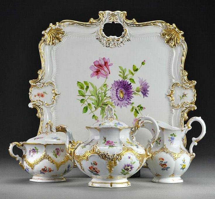 """Porcelianas - tai plona, lengva, grakšti, bet tvirta medžiaga, savo išvaizda primenanti jūros kriauklę. Itališkai """"porcella"""" ir reiškia """"kriauklė""""."""