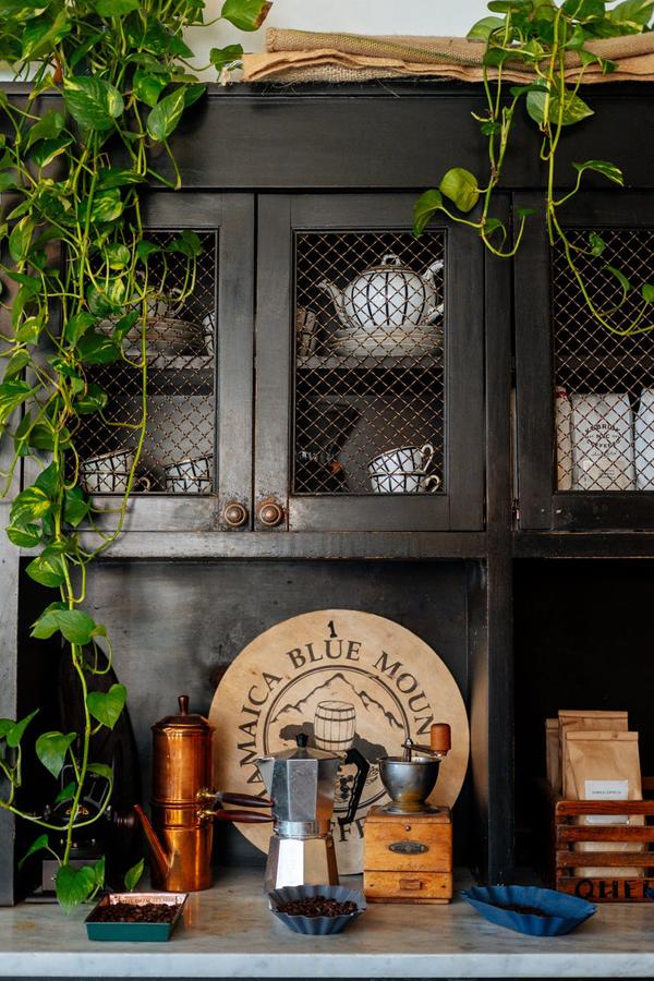 Agituojant už antikvarinių ir vintažinių baldų grįžimą į mūsų namus, vertėtų stabtelėti ir ties vadinamuoju boho stiliumi.